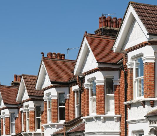 House prices fall in May