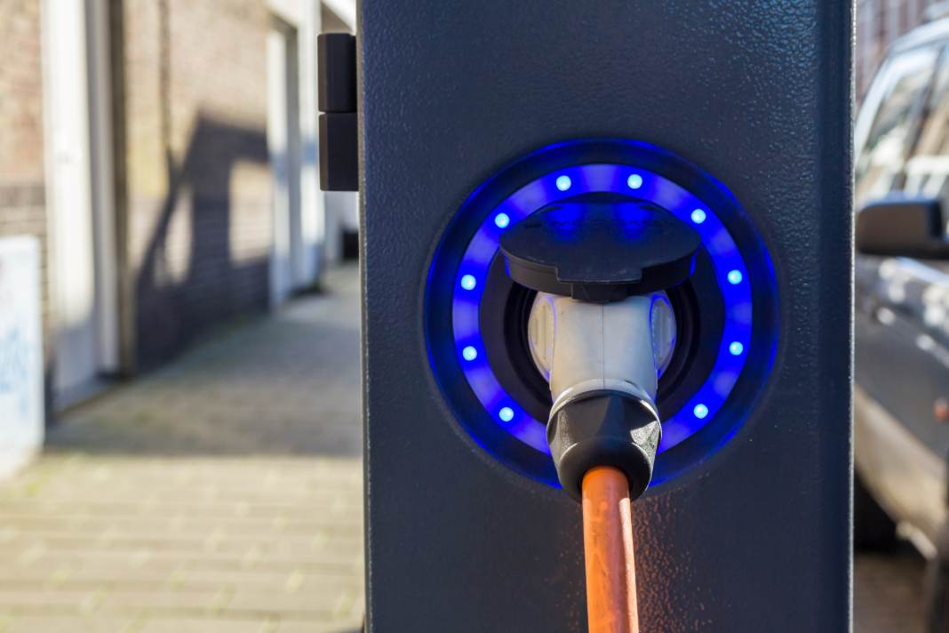 New homes in UK to have electric charging points