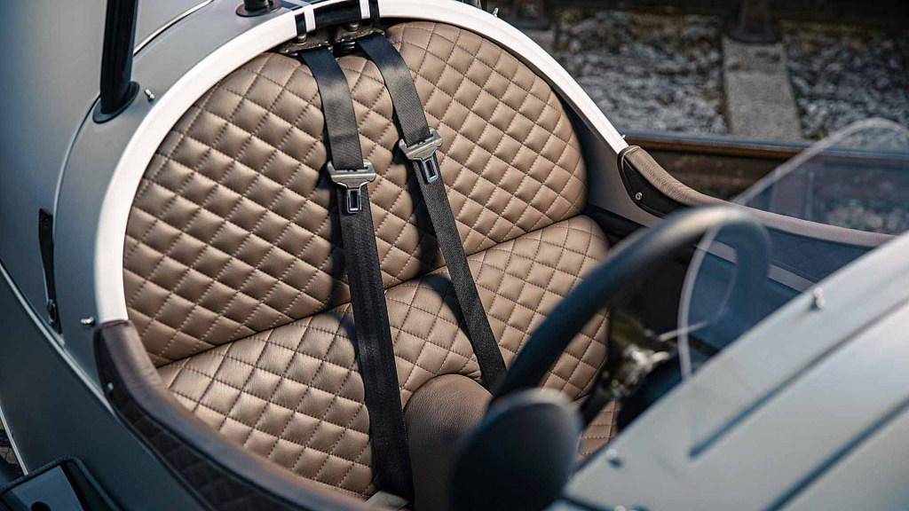 Quilted stitch leather seats