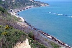 Ortonaの花と海