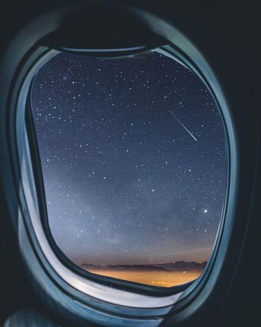 dormire in aereo durante i lunghi viaggi
