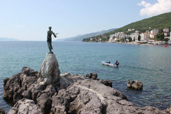 La ragazza con il gabbiano (Opatija, Croazia)