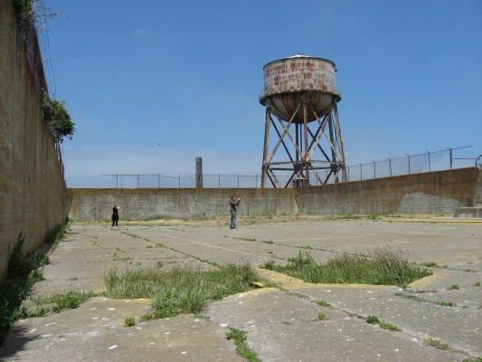 Cortile interno del carcere di Alcatraz (San Francisco, Stati Uniti)