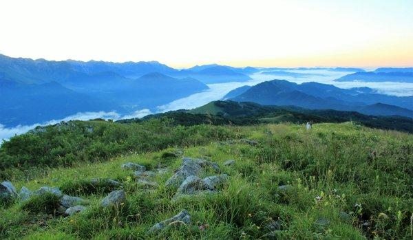 Viaggio in Friuli Venezia Giulia, prime luci dell'alba sul Monte Matajur (Italia)