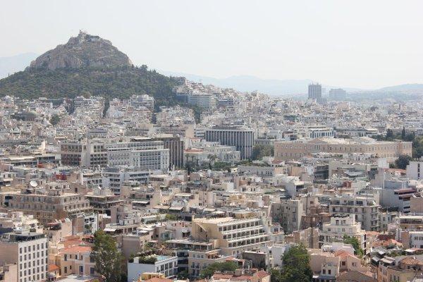 Panorama di Atene con la collina del Licabetto sullo sfondo (Grecia)