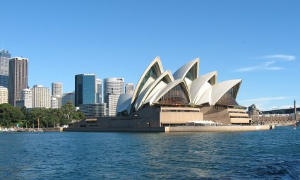 Viaggio a Sydney, l'Opera House vista dalla baia (New South Wales, Australia)