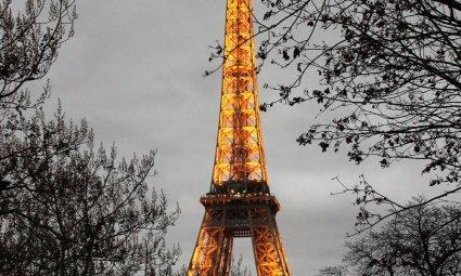 Viaggio a Parigi, la Tour Eiffel illuminata (Francia)