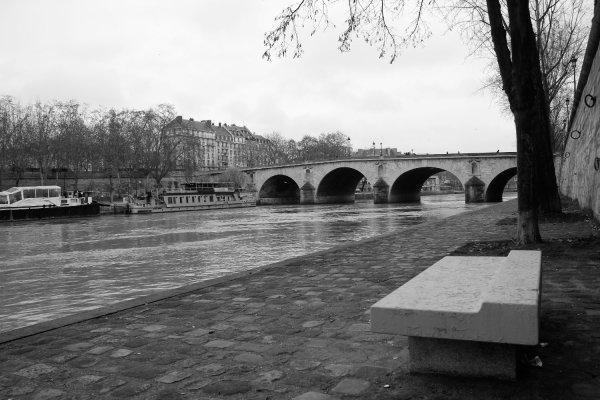Viaggio a Parigi, passeggiando lungo la Senna (Francia)