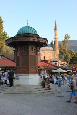 Viaggio a Sarajevo, fontana di Sebilj nel cuore di Baščaršija (Bosnia Erzegovina)