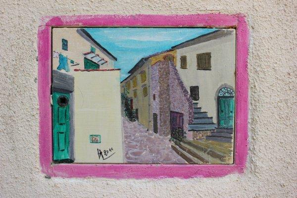 Viaggio in Toscana, particolare delle cassette elettriche a Giglio Castello (Isola del Giglio)