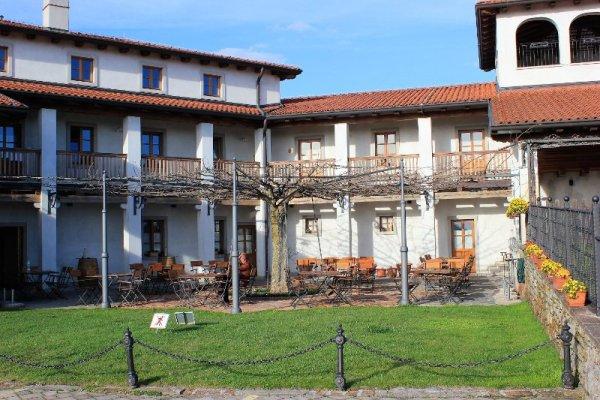 Il cortile dell'agriturismo Belica a Medana nel Brda in Slovenia