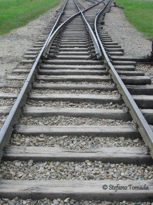 Campo sterminio Birkenau binari treno