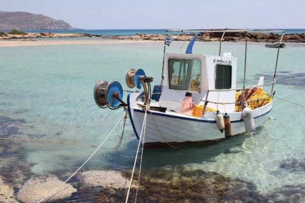 Barca pescatori spiaggia Elafonísi Creta