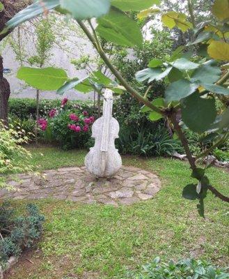 Un giardino a Roč (Rozzo) in Istria Croazia