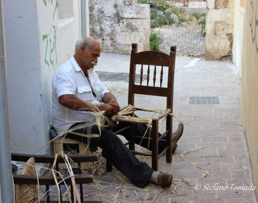 Impagliatore sedie Chania