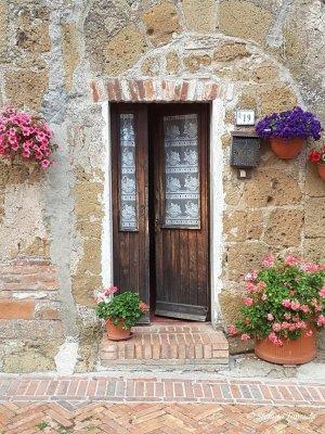 Porta abitazione Sovana Toscana