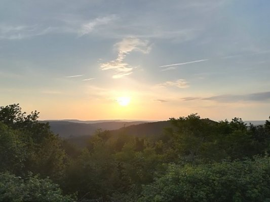 Il tramonto visto dal villaggio di Hum (Colmo) in Istria