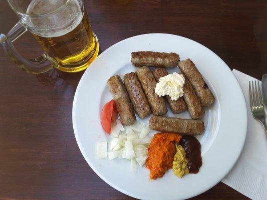 Piatto Čevapčiči con kajmak
