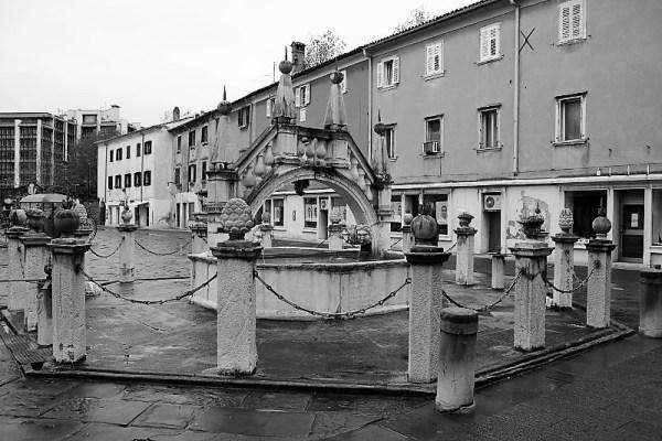 Fontana Da Ponte piazza Prešeren Capodistria
