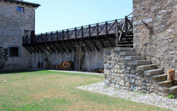 Cortile interno Castello di Albana Prepotto
