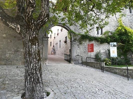 Porta di ingresso al borgo di Castelmonte