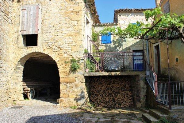 Abitazione nel centro storico di Draguć (Draguccio) in Istria Croazia