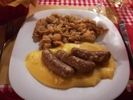 Piatto di salsiccia e verze alla osteria Al Marinaio di Udine