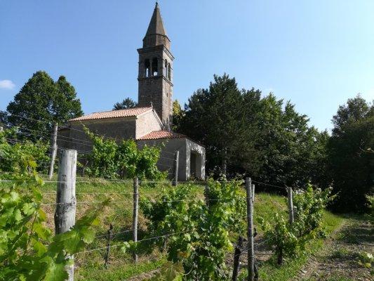 Chiesetta di Santa Lucia nella frazione di Fragielis a Prepotto