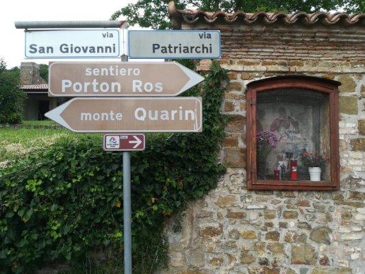 Segnaletica per il sentiero del Porton Ros a Cormons