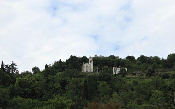 La chiesa della Beata Vergine del Soccorso sul Monte Quarin a Cormons