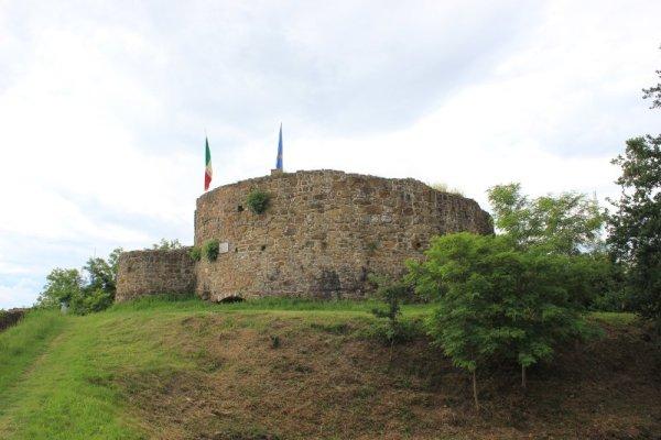 Le rovine del castello di Cormons sul monte Quarin