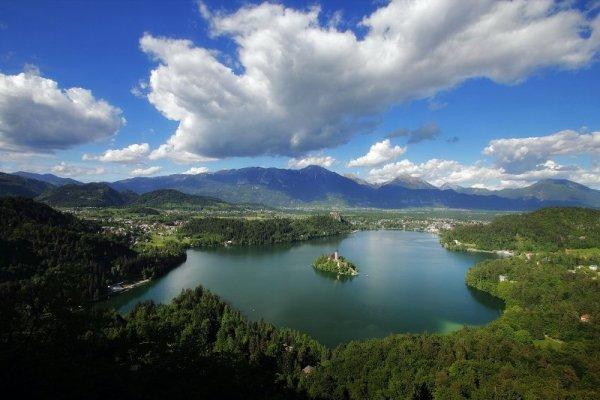 Vista dall'alto del Lago di Bled in Slovenia