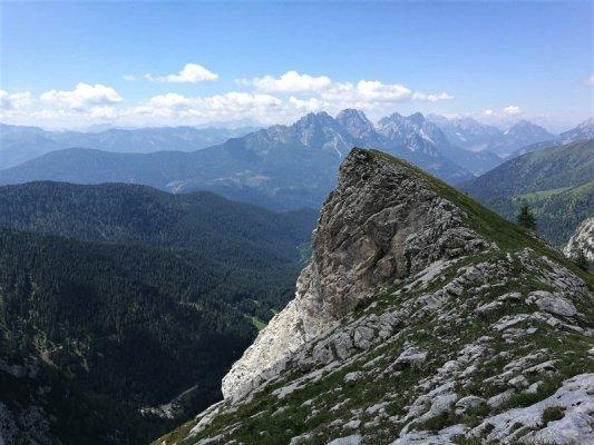 Il Costone Stella lungo sentiero Spinotti nelle Alpi Carniche