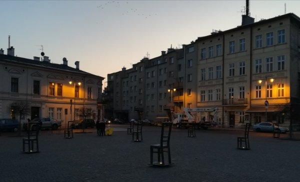 Vista notturna di Plac Bohaterów Getta a Cracovia