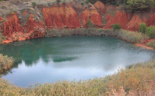 Il laghetto della cava bauxite nei pressi di Orte in Salento