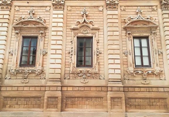La facciata del palazzo del Governo di Lecce