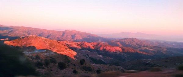 Paesaggio all'alba nell'entroterra di Creta