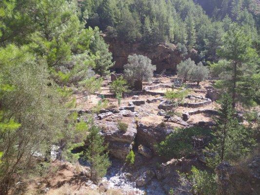Le rovine del vecchio villaggio di Samaria a Creta