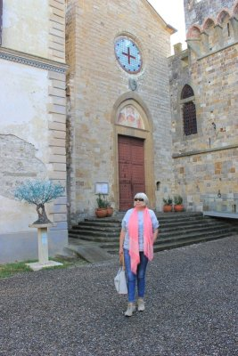 Ingresso della chiesa di San Michele Arcangelo a Badia Passignano Toscana