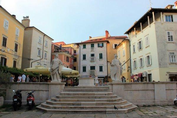 Piazza 1° Maggio a Pirano in Slovenia