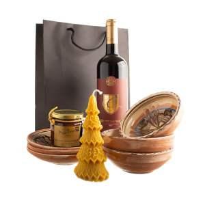 """Coș cadou set ceramică de Horezu vin și dulceață  """"MASĂ DE CRĂCIUN"""""""
