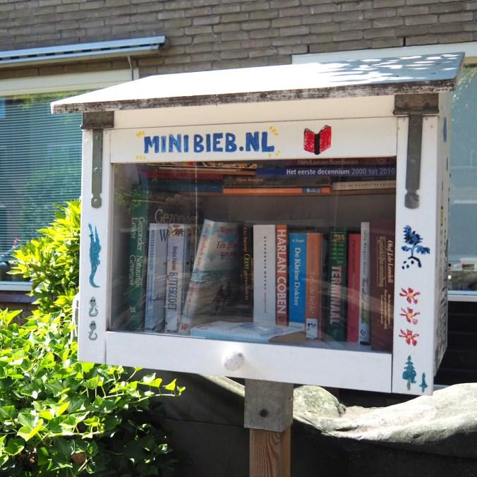 Mini bibliotheek op de Rozeveldlaan