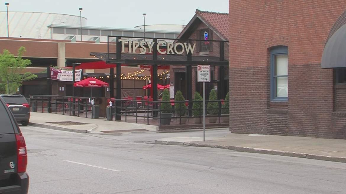 'Dine Out Des Moines' Program Offers Additional Seating For Restaurants And Bars