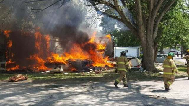 Fire destroys mobile home, damages second in Perry 5