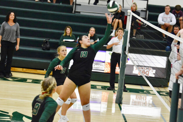W-G rallies to spike win away from visiting Earlham 3