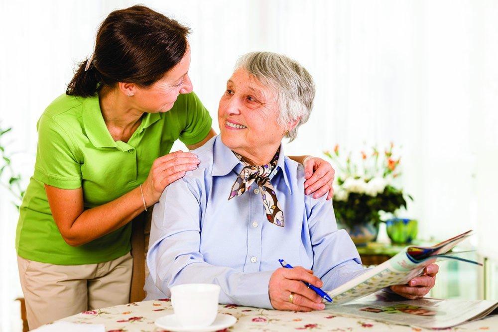 granny-breakfast-carer