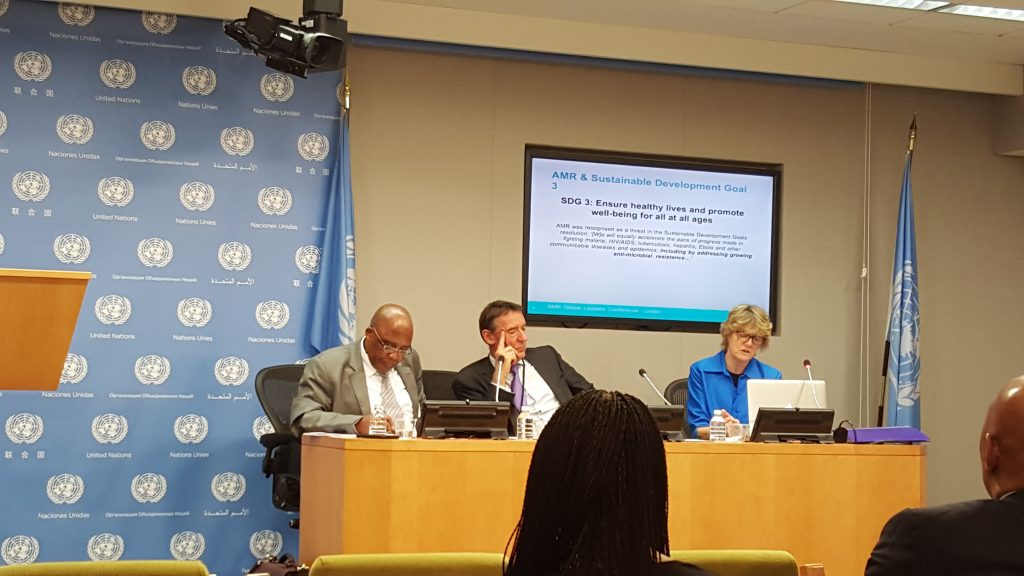 from left: Motsoaledi, O'Neill, and Davies give a UN press briefing