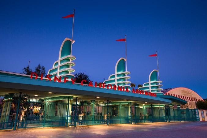L'ingresso di Disney California Adventure Park vicino Los Angeles in California
