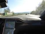 Blick des Beifahrers auf die Autobahn - Tesla Supercharger Rallye