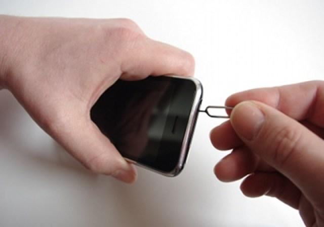Ein kräftig ins iPhone drücken